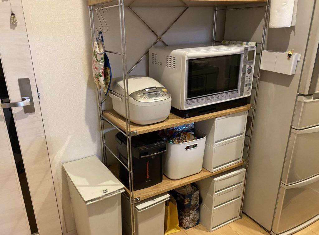 ユニットシェルフの中段にキッチン家電