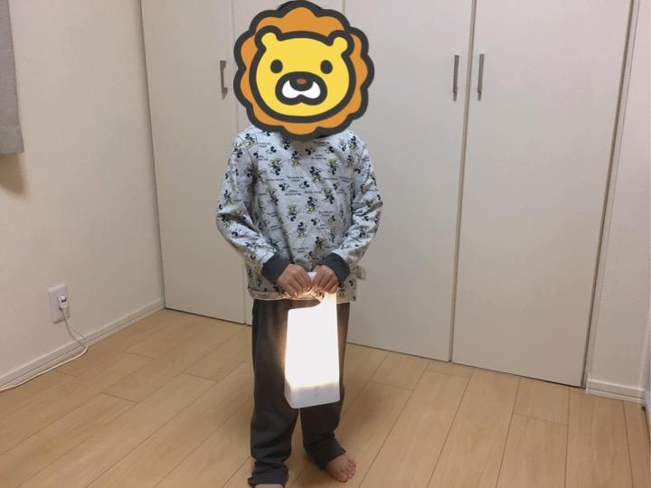 子供がトイレに行くときに持ち運びできるあかりを使う