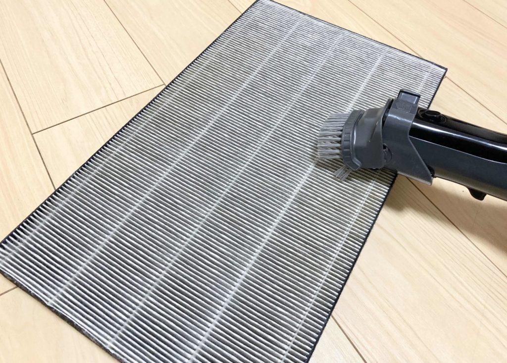 空気清浄機の集塵フィルターの掃除