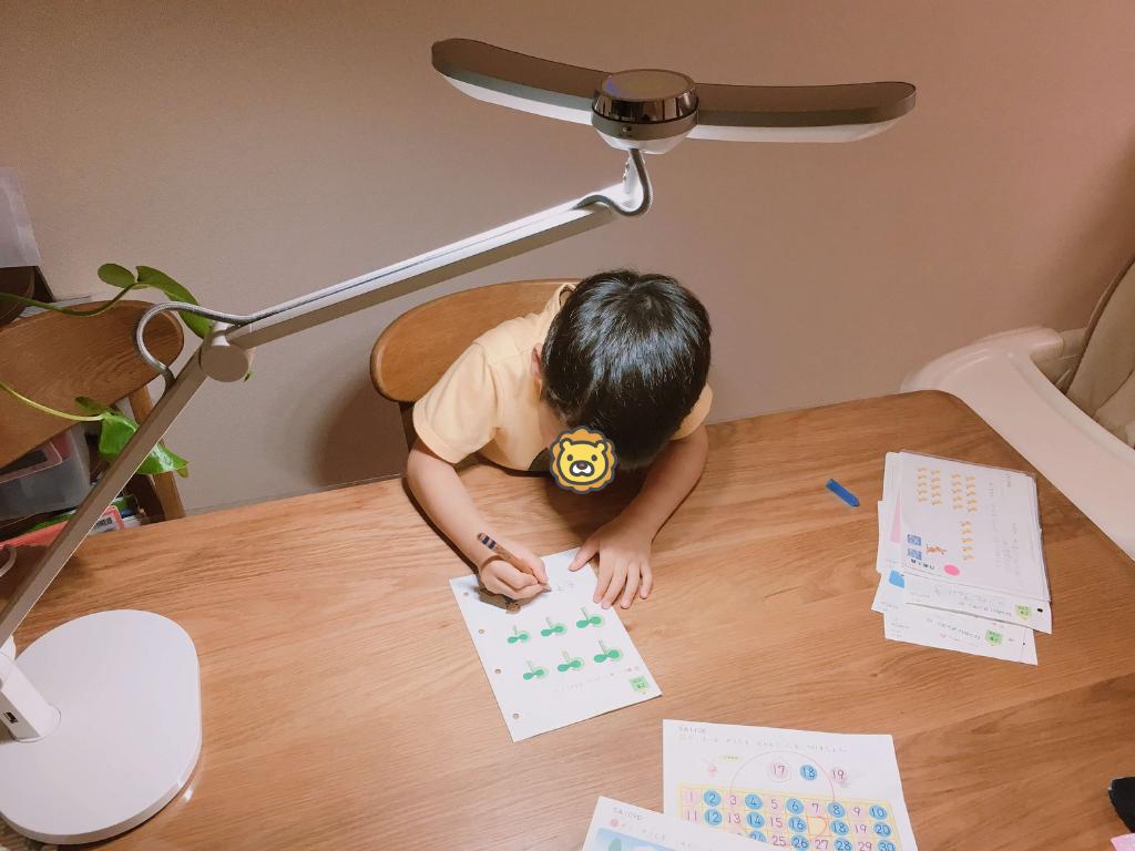子供におすすめデスクライトはマインドデュオ(MindDuo)