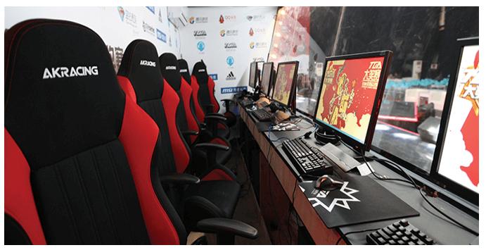 ゲーム大会を協賛するAKRacing