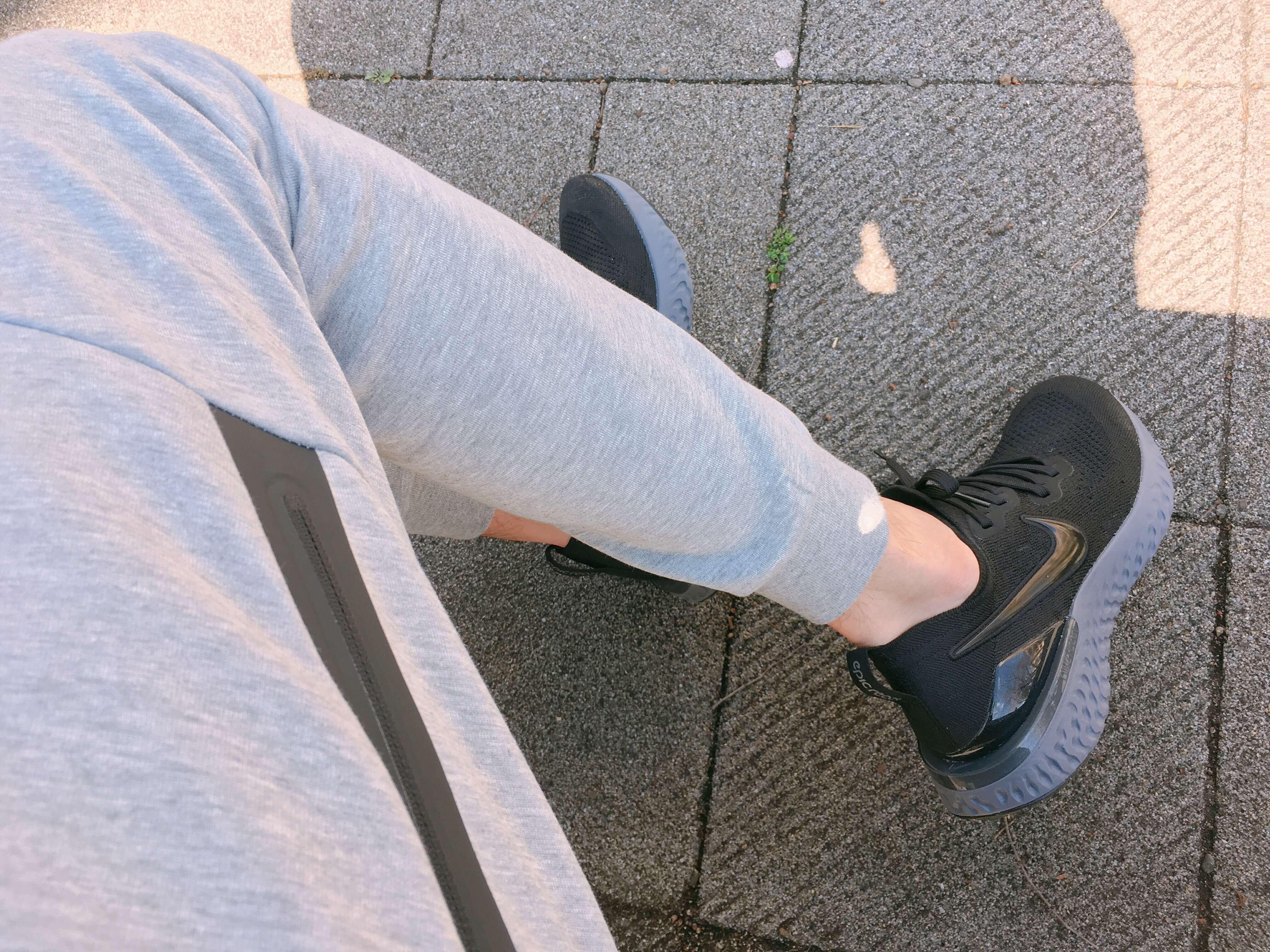ナイキテックフリースジョガーパンツを履いたら膝抜け対策しよう