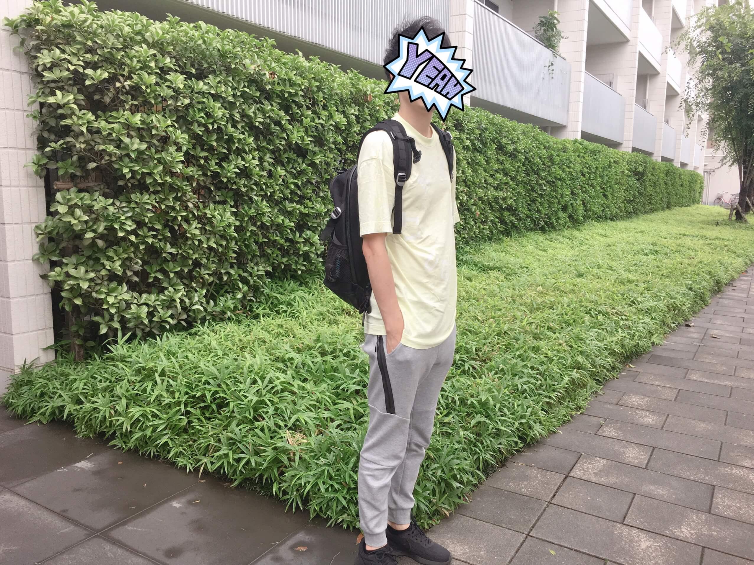 ジョガーパンツのTシャツのコーディネート例