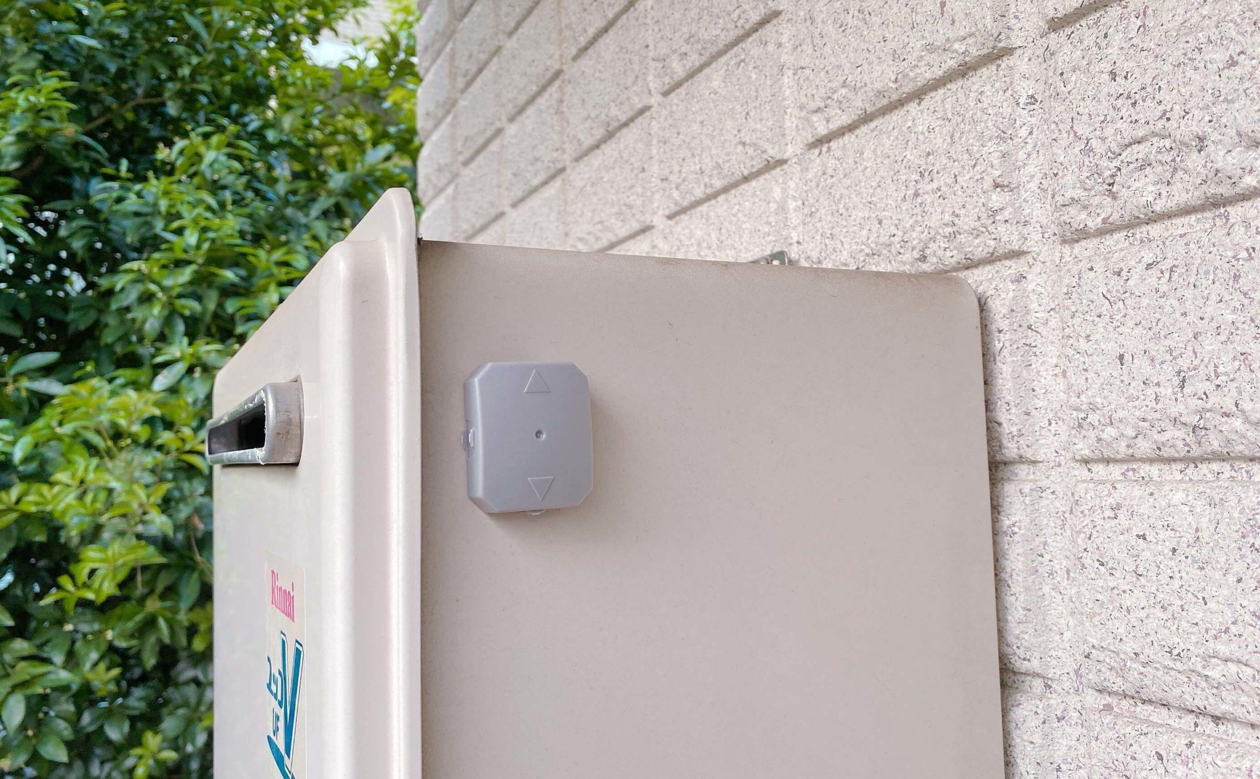 エアコンの室外機に屋外用ブラックキャップを設置