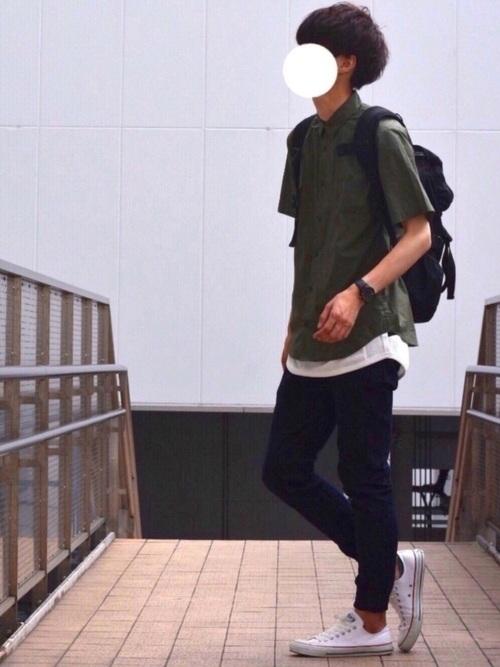 ジョガーパンツの半袖のコーディネート例