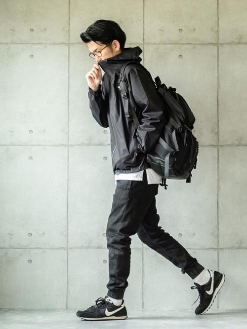 ジョガーパンツのジャケットのコーディネート例