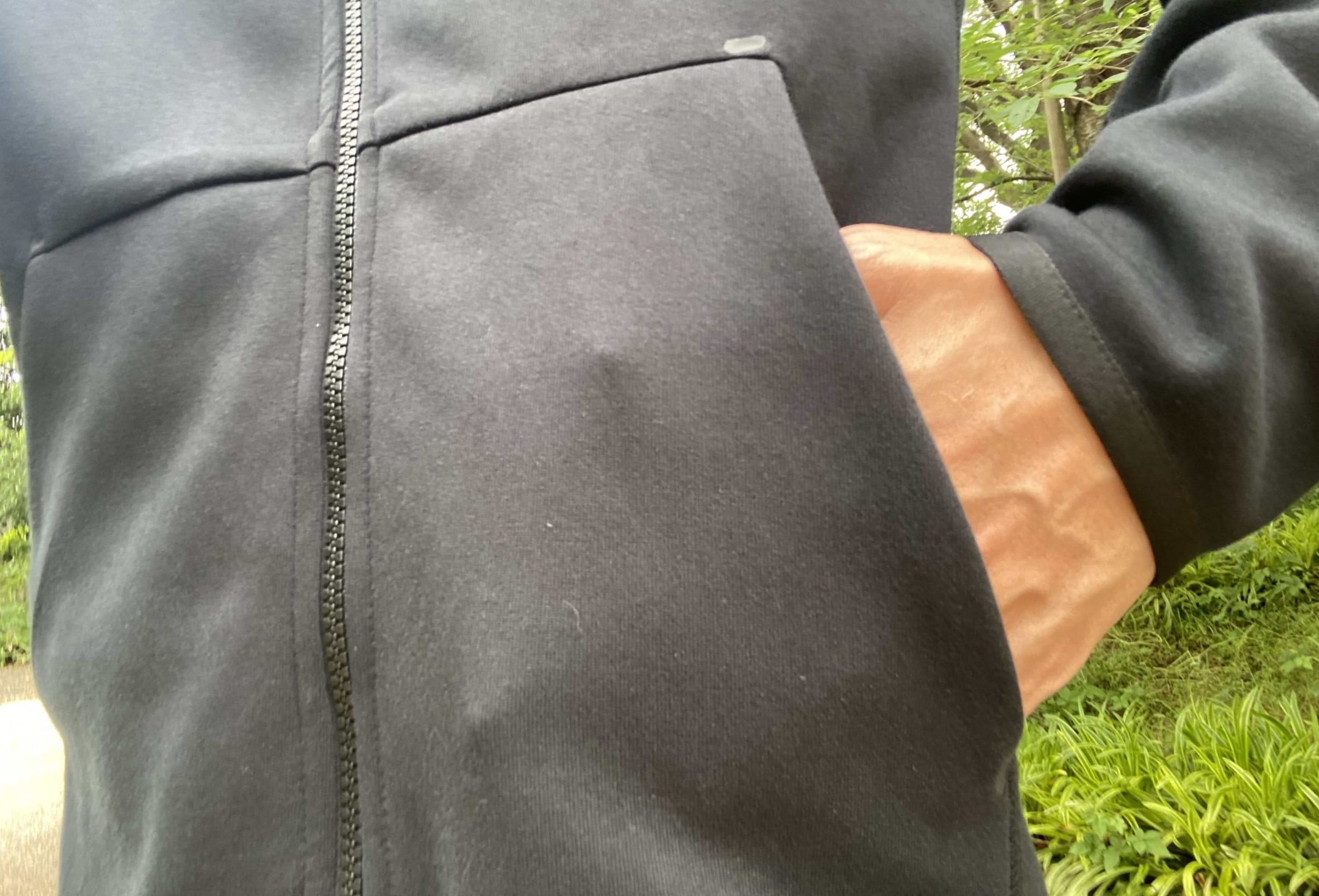 ナイキテックフリースパーカーのフロントポケット