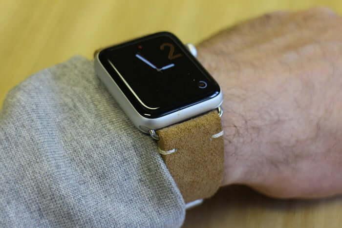 ビジネスに合うApple Watchのレザーバンドのブラウン