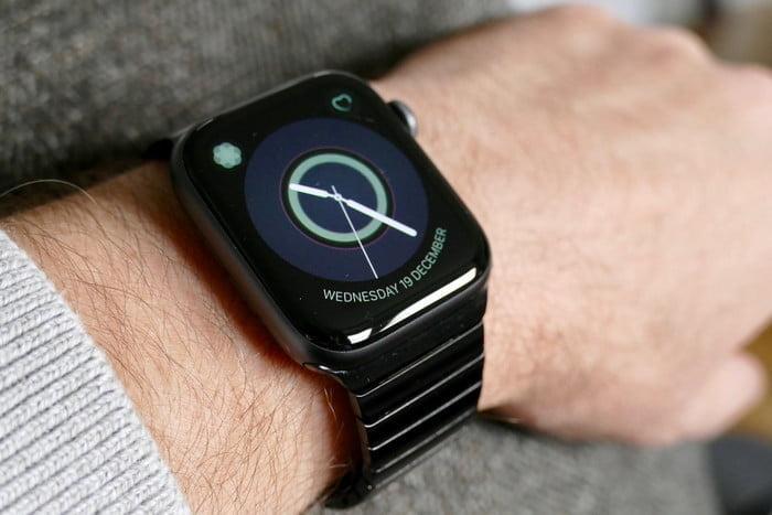 ビジネスに合うApple Watchのメタルバンドのブラック