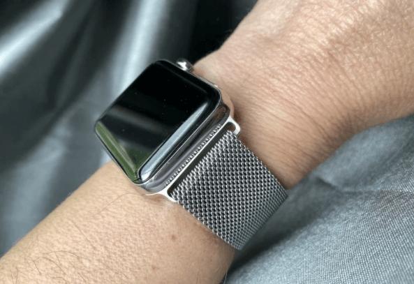 ビジネスに合うApple Watchのメッシュバンドのシルバー