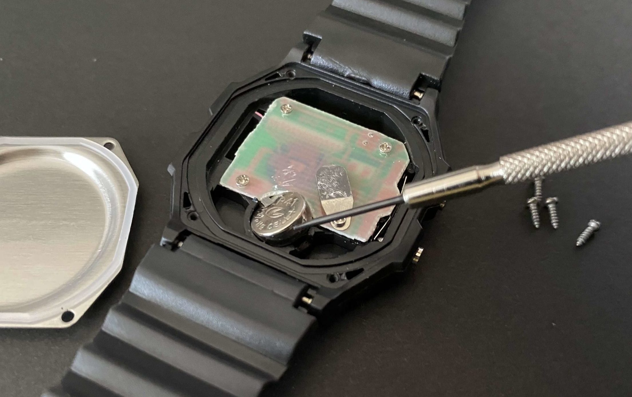 ダイソー腕時計からLR41電池交換の最終工程