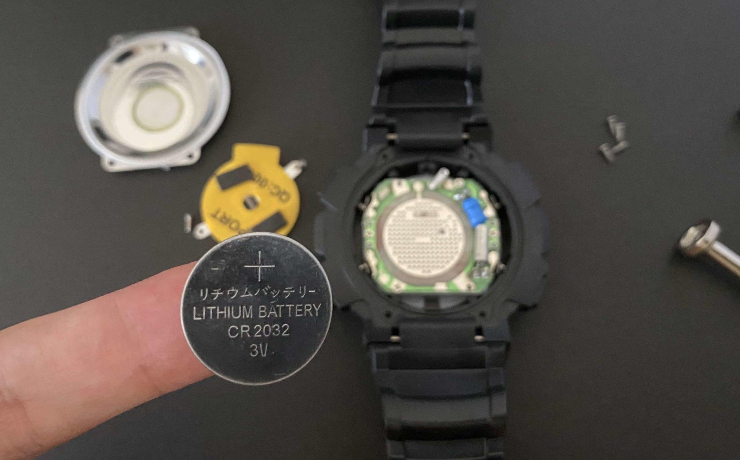 ダイソー腕時計からCR2032電池を取り出した