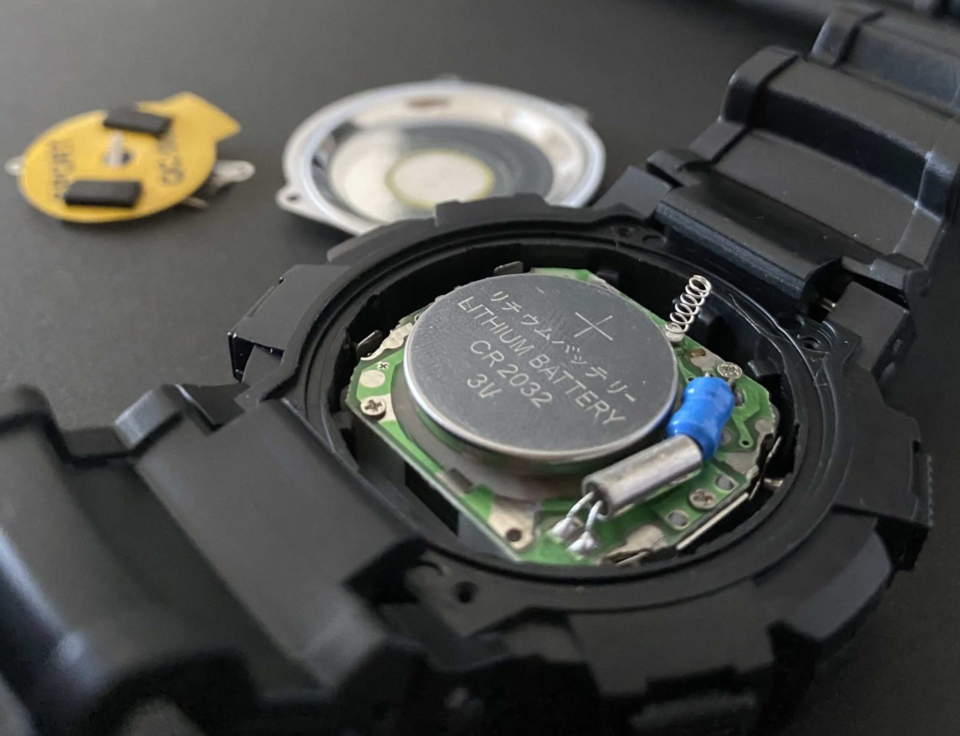 ダイソー腕時計のCR2032を電池交換していく