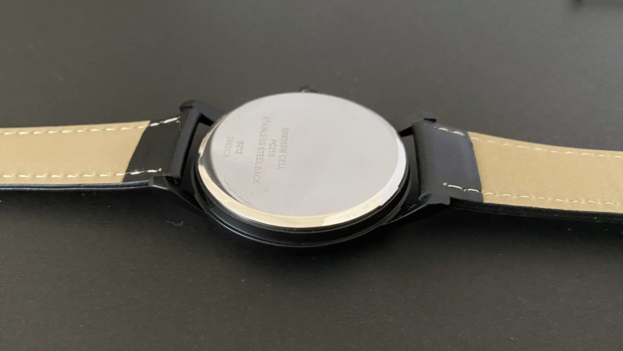 ダイソー腕時計のSR626SWの電池交換で裏ぶたを開ける