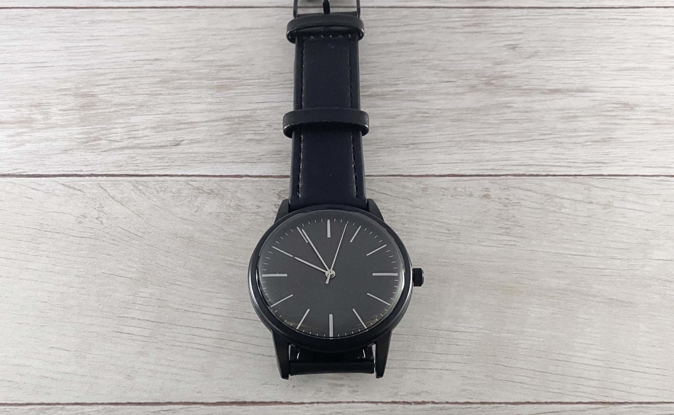 ダイソー500円腕時計の文字盤