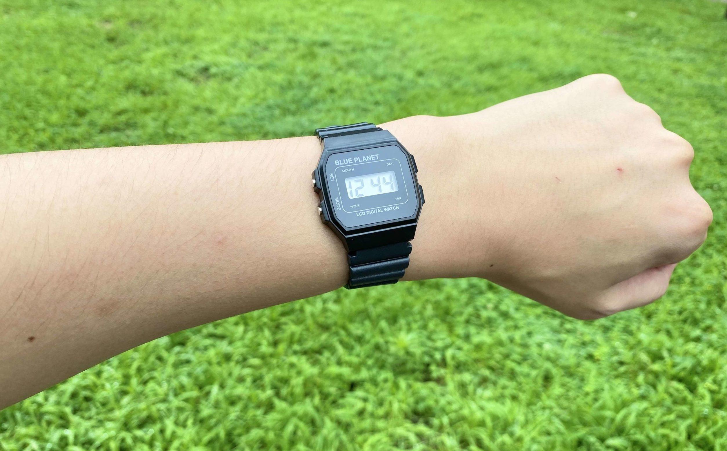 ダイソー腕時計ブループラネットAの着用時写真