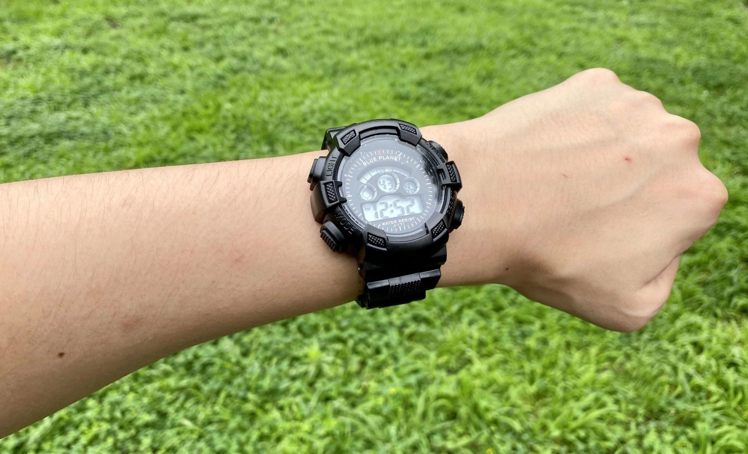 ダイソー腕時計ブループラネットGの着用時写真