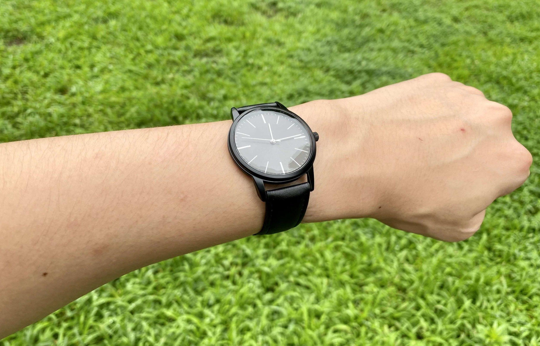 ダイソー500円腕時計の着用時写真