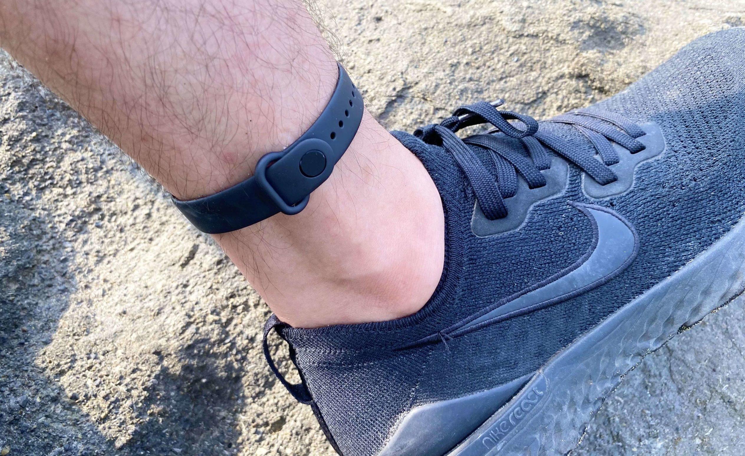足首にスマートウォッチや活動量計を付けるときの注意点