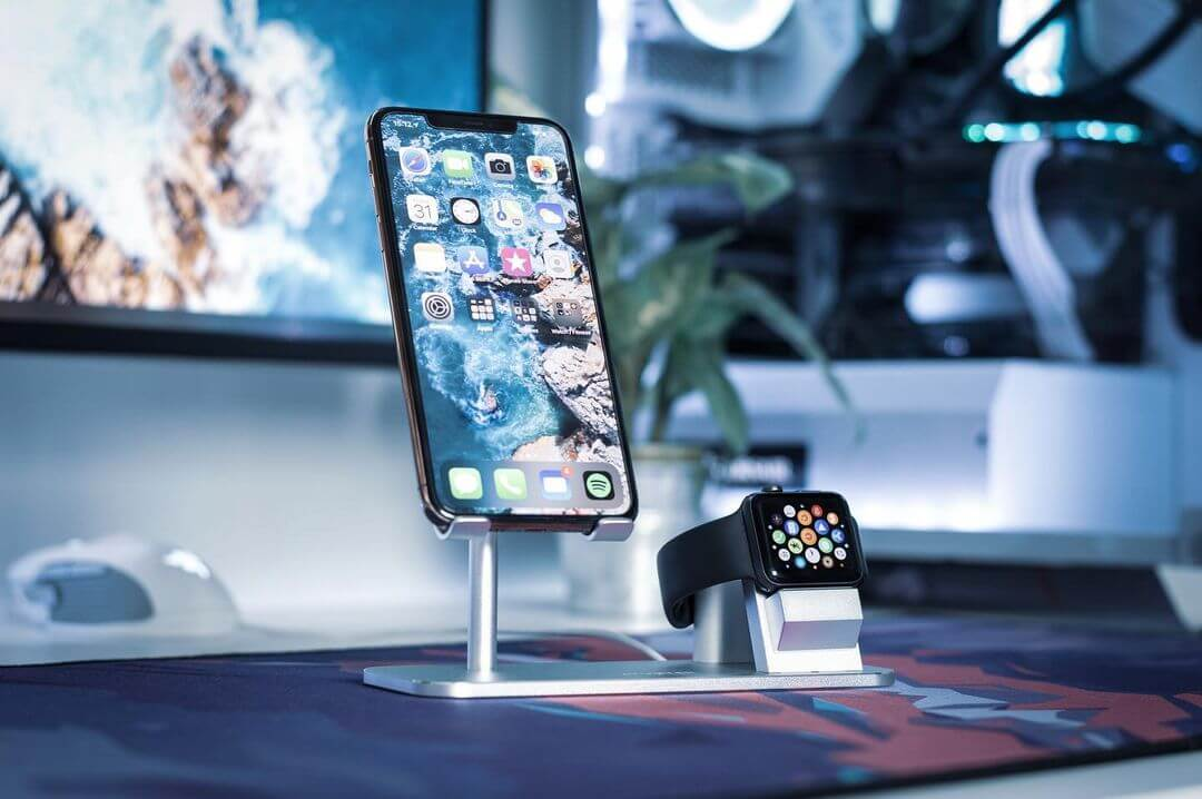 iphoneなどのアップル製品を整理したゲーム部屋