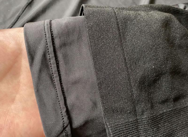 ユニクロの加圧シャツの生地感