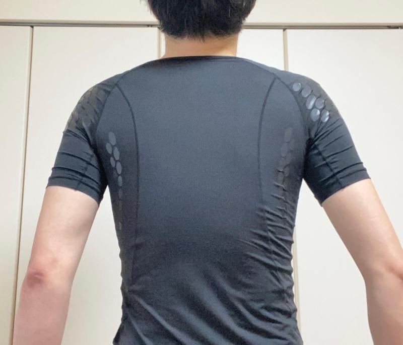 ユニクロの加圧シャツの着用