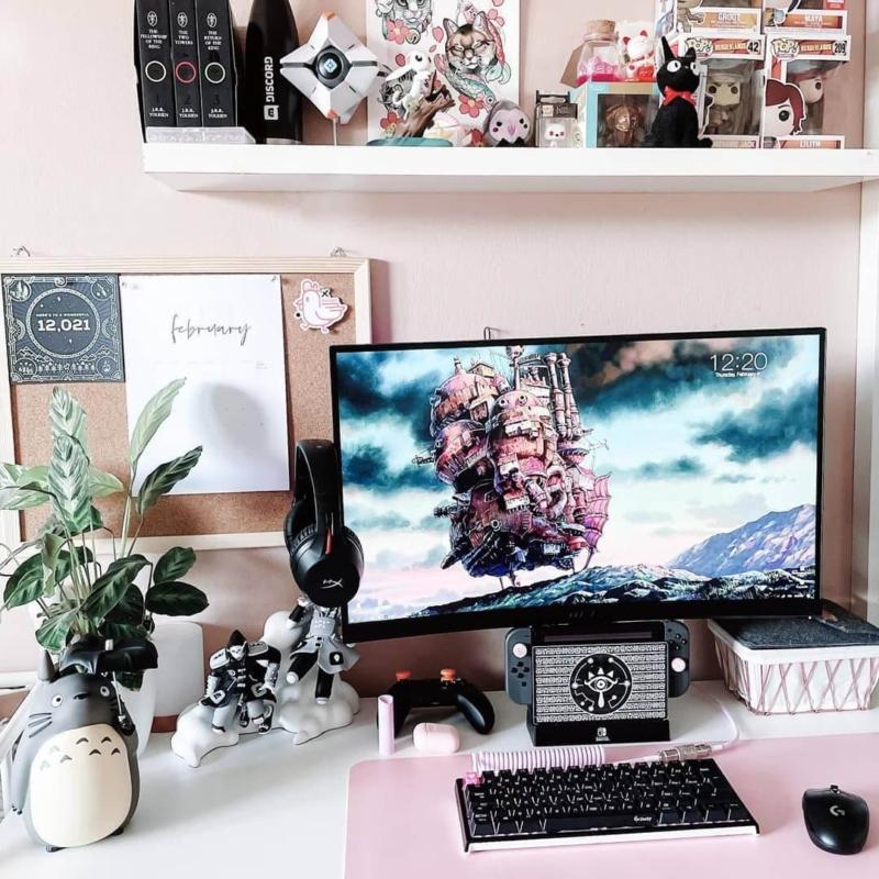 植物とコルクボードの女子ゲーム部屋