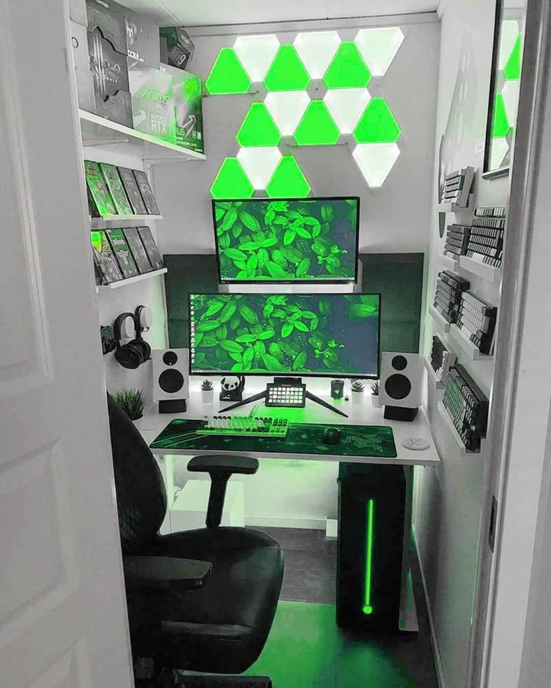 ホワイトをメインとしたゲーム部屋とnanoleaf