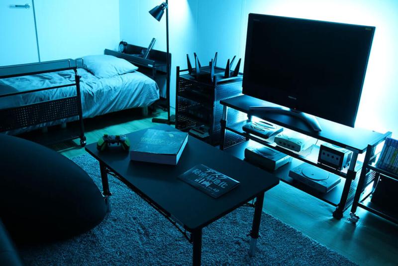 一人暮らしゲーム部屋のベッドとテレビ