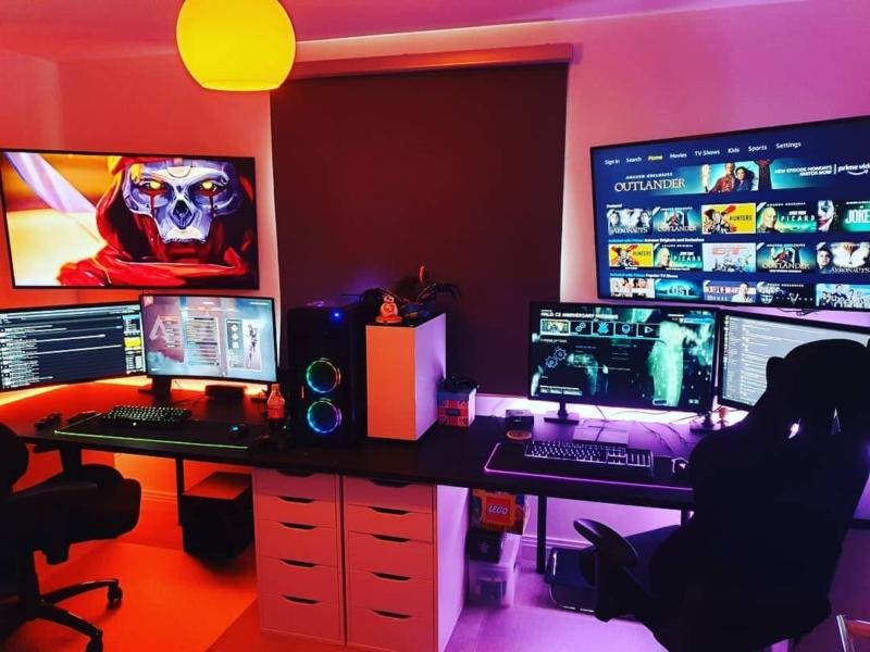 カップルや夫婦のデスクを揃えたゲーム部屋