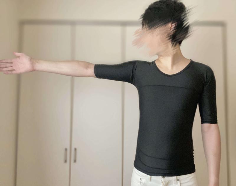 シックスチェンジの加圧シャツは上腕を覆う