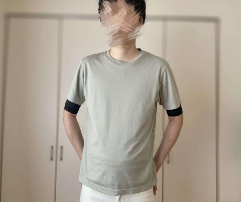 シックスチェンジの加圧シャツとTシャツのコーディネート
