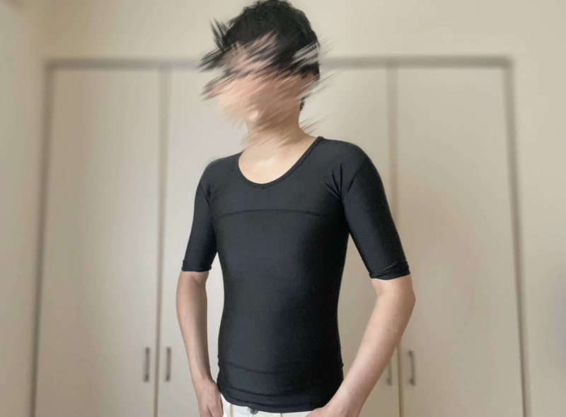 シックスチェンジの加圧シャツを着用した光景