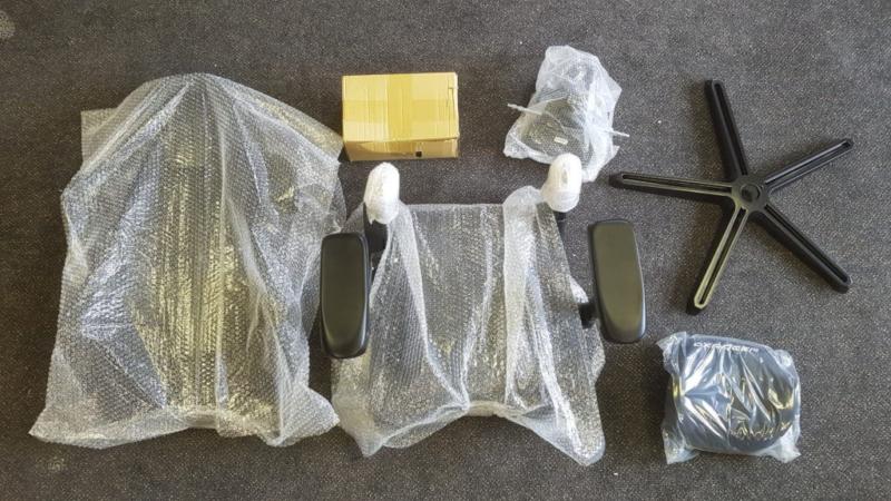 DXRACER Airの梱包の内容物