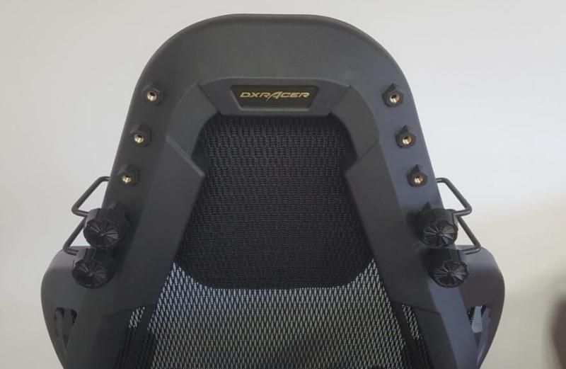 DXRACER Airの高さ調整可能なヘッドレストの背面