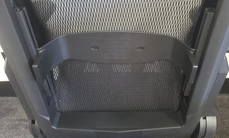 DXRACER Airのランバーサポートを背面から確認